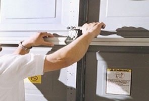Garage door service in Coral Spring